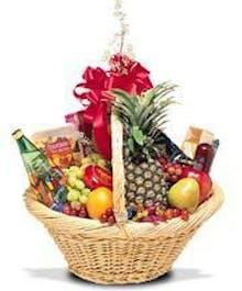 A Classic Gourmet Fruit Basket